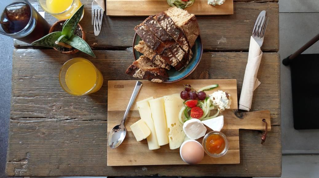 Käse, Marmelade, Ei, lecker Brot - das Frühstück im Café George lässt keine Wünsche offen (Foto: Tiffany Bals)