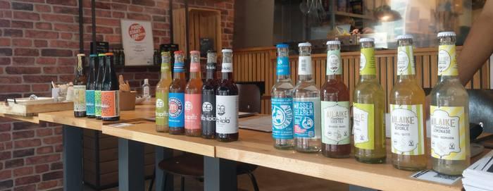 Eistee und Biere aus Mainz, Cola von Fritz: Gute Getränkeauswahl bei Frittenlove (Foto: Tiffany Bals)